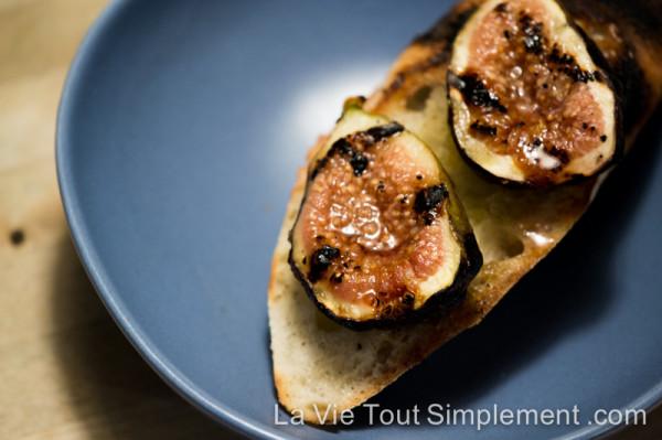 Tartine aux figues grillées au BBQ - Recette sur www.lavietoutsimplement.com