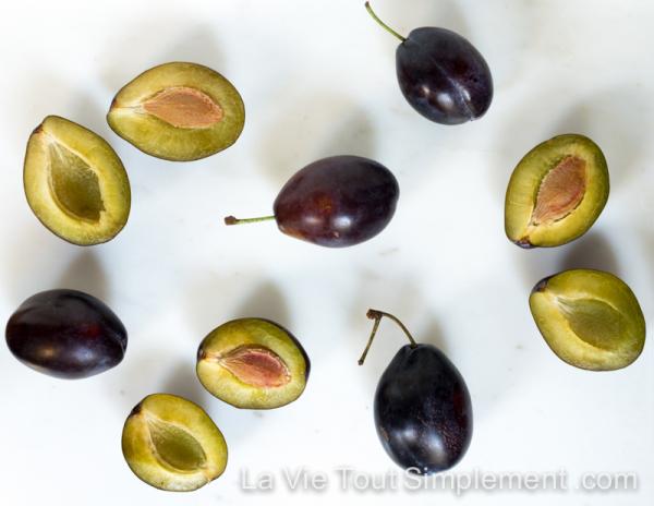 Prunes bleues - Gâteau aux prunes pochées et à la frangipane - Recette via LaVieToutSimplement