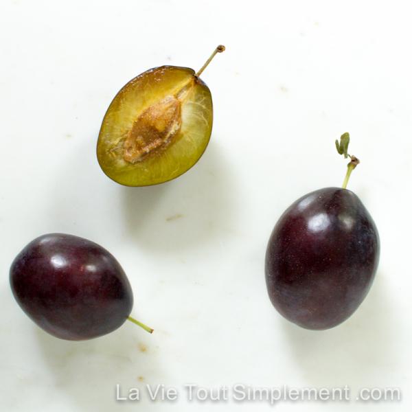 Pruneaux californiens - Gâteau aux prunes pochées et à la frangipane - Recette via LaVieToutSimplement