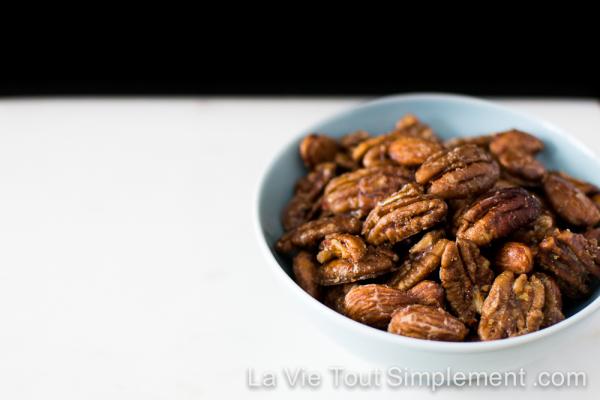 Pacanes et amandes caramélisées au sirop d'érable - #Recette sur www.lavietoutsimplement.com