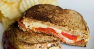 Comment pimper un grilled cheese| Grilled cheese deluxe aux poivrons rouges rôtis, aïoli habanero, jarlsberg et chorizo | LaVieToutSimplement.com