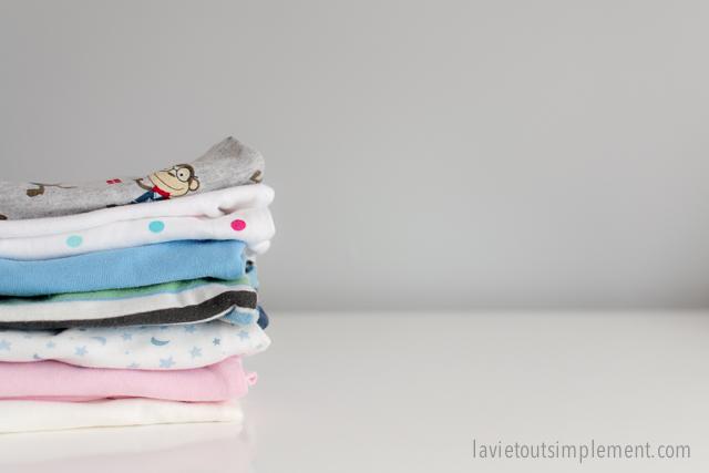 49b8f9ac7a8bc Nouveaux parents   Quels vêtements de bébé acheter avant l accouchement