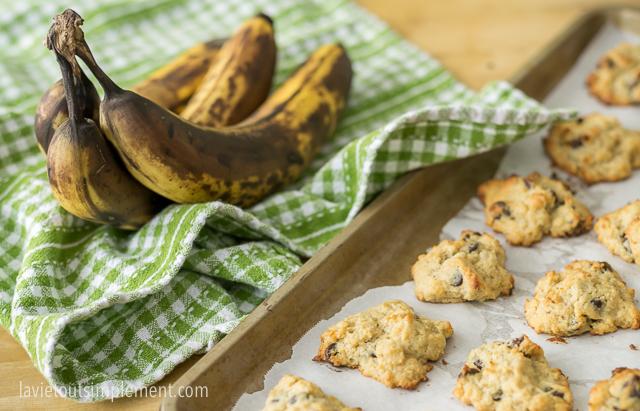 Biscuits avec céréales de bébé, bananes et pépites de chocolat | lavietoutsimplelment.com #recette #biscuits #collation